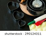 cake pans and round metal... | Shutterstock . vector #290124311