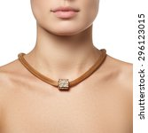 Beautiful Fashion Necklace On...