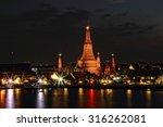 light night at wat arun...   Shutterstock . vector #316262081
