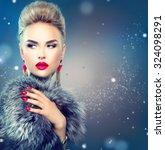 Winter Woman In Luxury Fur Coa...