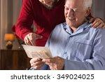 Small photo of Photo of elderly man with critical illness having positive attitude