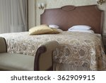 King Size Bed In Vintage Luxur...