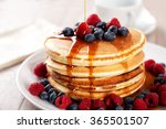 Pancakes with berries and maple ...