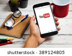 Постер, плакат: smartphone on with YouTube