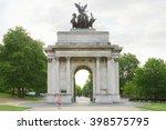 Wellington Arch Or Constitutio...