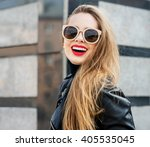Fashion Portrait Stylish Prett...
