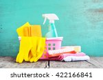 household supplies and cleaning ... | Shutterstock . vector #422166841