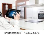 conception of smart kitchen... | Shutterstock . vector #423125371