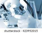 hand on the oxygen cylinder... | Shutterstock . vector #423952015