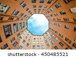 Hight Courtyards Round St....