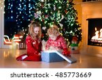 family on christmas eve at...   Shutterstock . vector #485773669