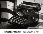 Antique Manual Typewriter On...