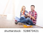 young couple choosing color... | Shutterstock . vector #528873421