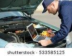 mechanic using computer...   Shutterstock . vector #533585125