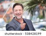 Russell Crowe Making Selfies A...