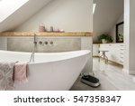 Freestanding Bath With Towels...
