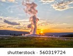 Old Faithful Geyser Eruption I...