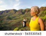 trail runner woman drinking... | Shutterstock . vector #565530565