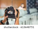 camera show viewfinder image... | Shutterstock . vector #613648751