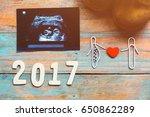pregnancy announcement  family | Shutterstock . vector #650862289