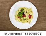 italian spaghetti pasta  flat... | Shutterstock . vector #653045971