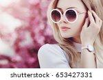 outdoor close up portrait of...   Shutterstock . vector #653427331