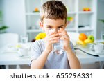 child drinks water | Shutterstock . vector #655296331