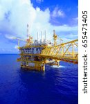oil gas production platform.... | Shutterstock . vector #655471405