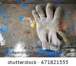 Small photo of All-purpose gloves are very dirty.