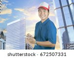 toothy smiling face of delivery ... | Shutterstock . vector #672507331