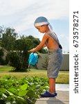 little man assistant | Shutterstock . vector #673578271
