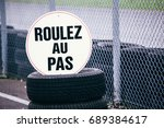 roulez au pas   | Shutterstock . vector #689384617