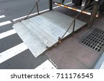 Small photo of truck loading tailgate lift