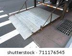 Small photo of truck loading tailgate lift