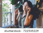 attractive asian beauty blogger ... | Shutterstock . vector #722535229