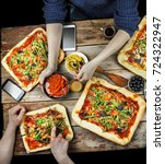 cutting pizza. domestic food... | Shutterstock . vector #724322947