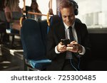 smiling young businessman...   Shutterstock . vector #725300485