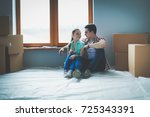 couple moving in house sitting... | Shutterstock . vector #725343391