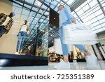 modern girl looking for trendy... | Shutterstock . vector #725351389