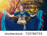 dancer   Shutterstock . vector #725780755