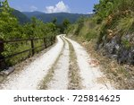mountain pathway in matese park ... | Shutterstock . vector #725814625