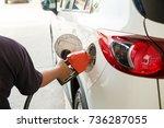 man refill and filling oil gas...   Shutterstock . vector #736287055
