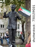4th November 2017, London, United Kingdom:-Statue of Nelson Mandela holding a Palestine flag placed by a protester in Parliment Square - stock photo