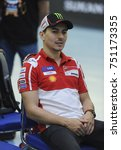 Small photo of KUALA LUMPUR, October 25th 2017 - Jorge Lorenzo reacts in promoting Sepang Circuit MotoGP 2017 race during Badminton Friendly Match at the National Velodrome in Nilai.