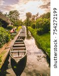 Floating Boats In Giethoorn ...