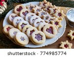 Linzer Christmas Cookies Fille...