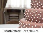Weeding Cake Detail