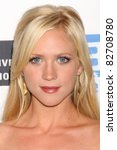 Постер, плакат: Brittany Snow arriving at