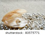 Caribbean Pearl Inside Clam...