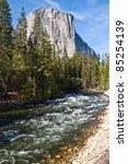 Yosemite Park   Merced River...